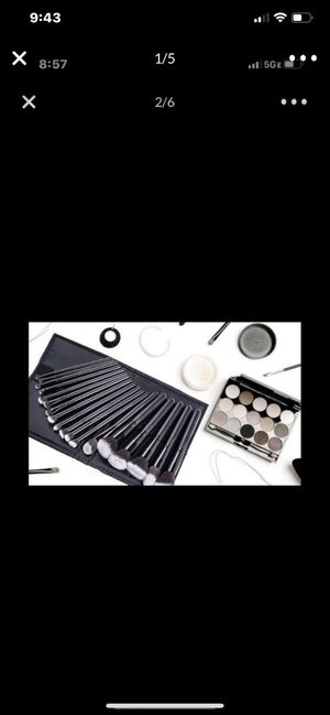 Makeup brushes with case for Sale in Hickory Hills, IL