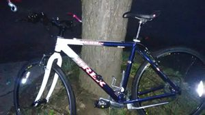 Like new perfect condition trek 7600fx road bike, for Sale in Portland, OR