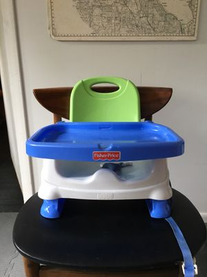 Fisher price adjustable booster seat for Sale in Burien, WA