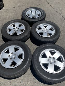 18 inch Jeep wheels and tires! CHEAP for Sale in Fresno,  CA