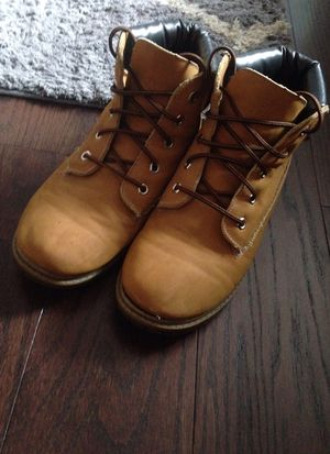 Nice barley worn boots size 7 male for Sale in Chambersburg, PA