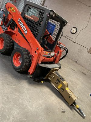 Kubota Ssv65 skid steer loader and concrete breaker for Sale in Santa Ana, CA