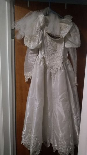 Vintage wedding dress for play dress up. for Sale in Palm Springs, CA