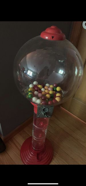 Metal 3-Foot Spiral Gumball Machine for Sale in Freetown, MA