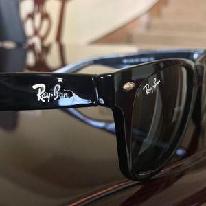 Ray Ban wayfarer sunglasses black for Sale in Grand Prairie, TX