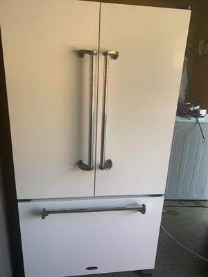 White refrigerator in like new conditions for Sale in Fresno, CA