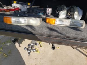 Headlights off of 2001 2500hd for Sale in Madera, CA