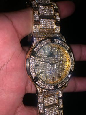 Iced out gold plated watch high quality for Sale in Hayward, CA