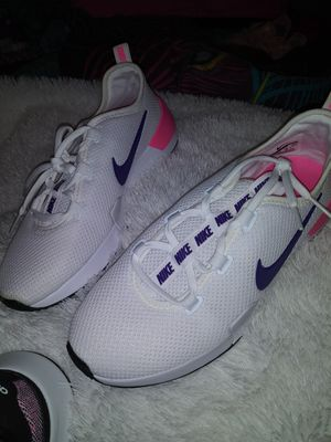 Nike size 8 woman for Sale in Irving, TX