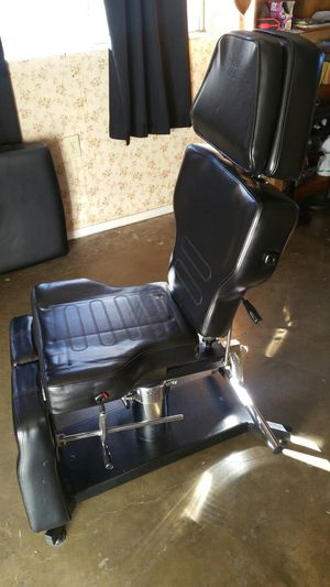 Tattoo chair for Sale in Hayward, CA