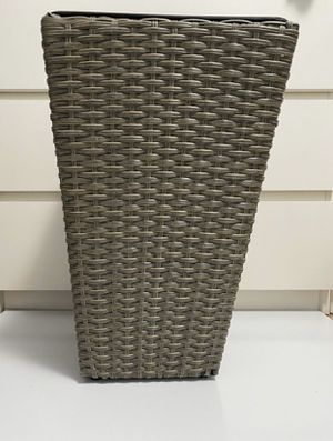 One NEW Beautiful Woven Flower/ Plant Planter Vase for Indoor or Outdoor for Sale in Miami, FL