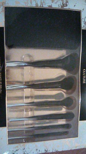 Macy's makeup brushes and bag set for Sale in San Bernardino, CA
