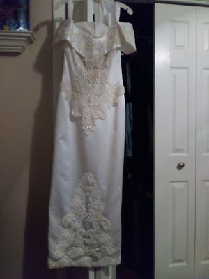 Size 7 embellished wedding dress and veil for Sale in North Richland Hills, TX