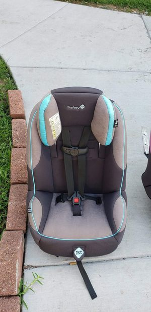 Safety 1st rear forward facing car seat in clean good condition ready to be use for Sale in Houston, TX