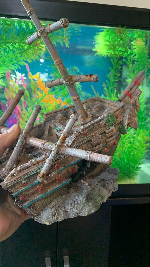 Fish tank castle decoration