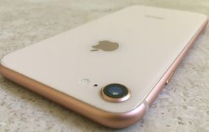 IPHONE 8 64 GB UNLOCKED WHITE ROSE for Sale in Miami Beach, FL