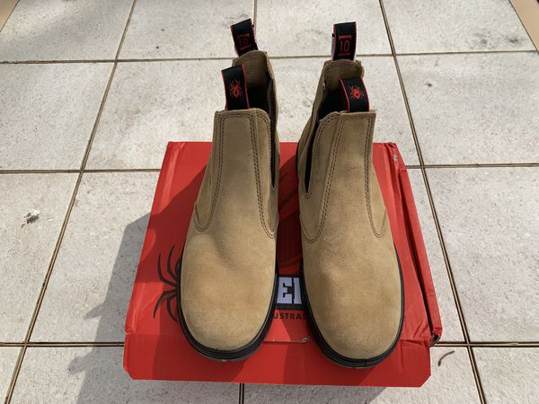 Men's New in the box Redback suede boots. Size 11 (US)