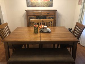 Dining Room Table And Hutch for Sale in LXHTCHEE GRVS, FL