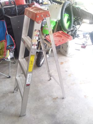 4 foot aluminum ladder for Sale in Dundee, FL