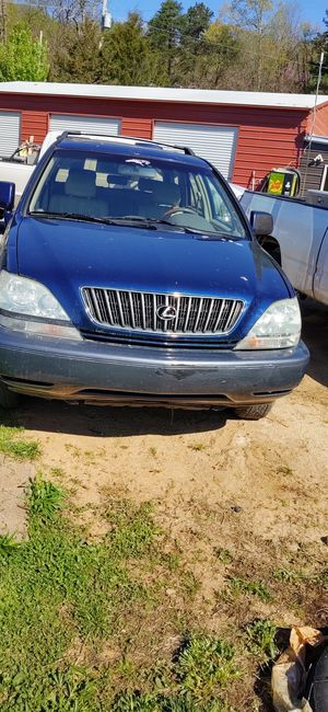 Looks it a Lexus 300 Ez on gas pw window and door lock ac Moon roof nice car but with a drive for Sale in Statesville, NC