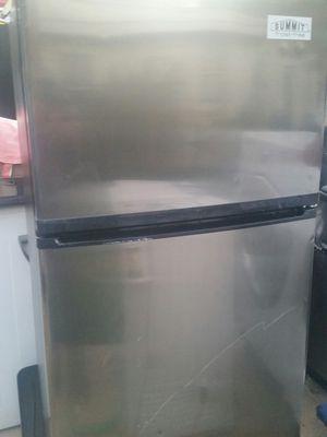 Medium size refrigerator top freezer for Sale in Springfield, VA