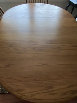 SOLID OAK KITCHEN TABLE WITH LEAF for Sale in Olympia,  WA