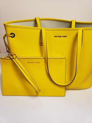 Michael Kors traveling bag and clutch for Sale in Gaithersburg, MD