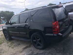 2007 Chevy Tahoe ltz with 3rd row for Sale in Palm Shores, FL