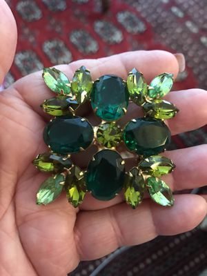 Gorgeous green 1950's rare brooch. 70 yrs old for Sale in Los Angeles, CA