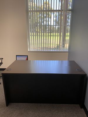 Office desk & chairs. for Sale in Long Beach, CA