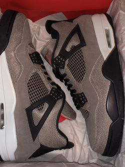 Jordan 4 Taupe Haze (SIZE 11) for Sale in Sterling Heights,  MI