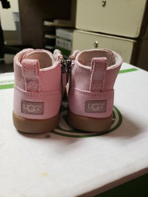 Toddler Ugg boot girls size 4/5 for Sale in Washington, DC