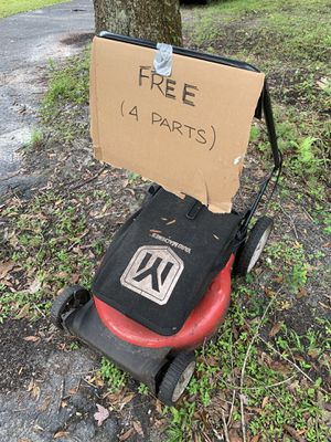 FREE - used lawnmower for parts for Sale in Lutz, FL