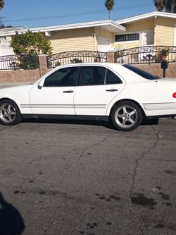 1998 Mercedes E320 RUNS GOOD NEED TAGS UPDATED LOOKING FOR 1000 OR NEST OFFER IN LA PUENTE CA for Sale in City of Industry,  CA
