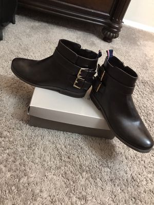 Tommy Hilfiger women ankle boots. SIZE (7) for Sale in Gaithersburg, MD