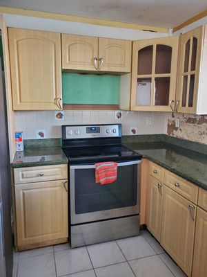 Kitchen cabinets with granite for Sale in North Miami Beach, FL