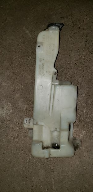 GMC auto parts WINSHIELD RESERVOIR for Sale in Houston, TX