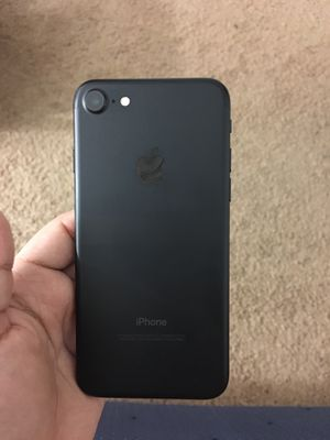 iPhone 7 CARRIER AND ICLOUD UNLOCKED for Sale in Silver Spring, MD