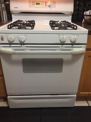 Gas range - very good condition for Sale in Brunswick, OH