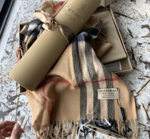 NEW* BURBERRY LONDON Fine Combed Cashmere Scarf Classic Beige for Sale in Denver, CO