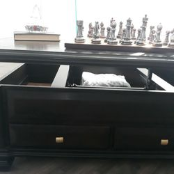 Bassett Covington Coffee Table With Lift Top for Sale in Trenton,  NJ