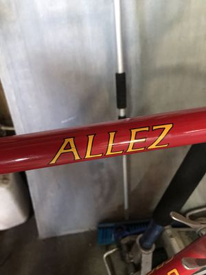 Specialize Allez Chrome Alloy needs new tires for Sale in Modesto, CA