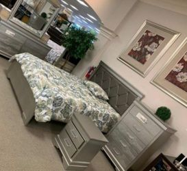 ♦️New 🌜Instock Amalia Gold Panel Bedroom Set by Crown Mark 🚚▶️ for Sale in Silver Spring,  MD