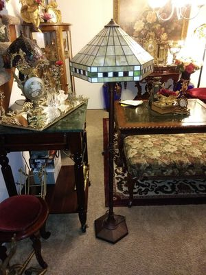 Tiffany Style Floor Lamp for Sale in Thornton, CO