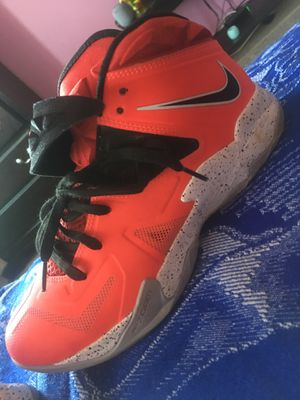 Lebrons size 8, 9/10 condition for Sale in Silver Spring, MD
