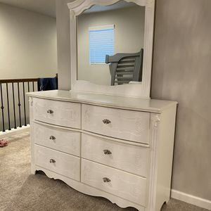 Ashley Signature Design Bedroom Set for Sale in Bonney Lake, WA