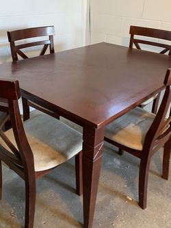 Kitchen table and four chairs dining set for Sale in Dyer,  IN