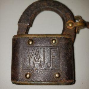 2 Vintage Yale Padlocks for Sale in Arnold, MO
