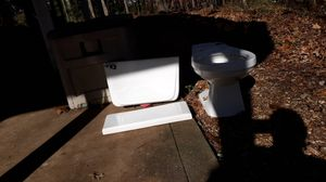 Free toilet sorry about bad pictures no chips or cracks for Sale in Hiram, GA