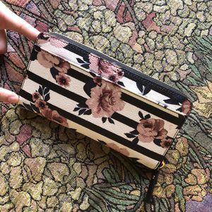 Floral Kate Spade wallet for Sale in North Las Vegas, NV